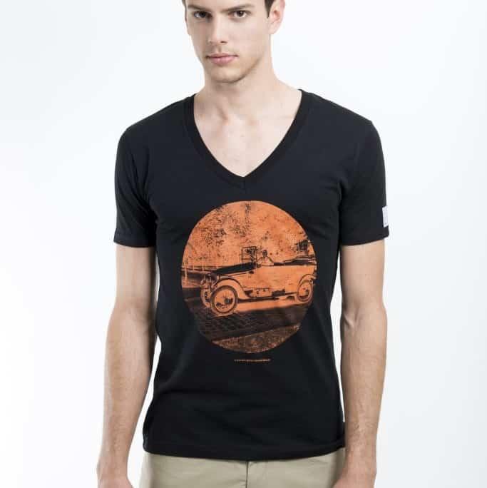 schwarzes T-shirt aus Biobaumwolle mit historischem Motiv