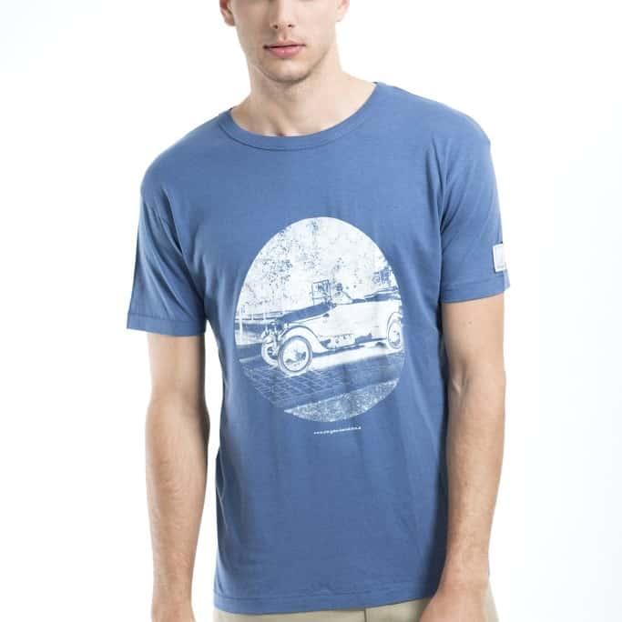 blaues T-shirt aus Tencel mit historischem Motiv