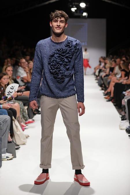 Herrenpullover Hyperbolic Crochet blau meliert, Chino nude