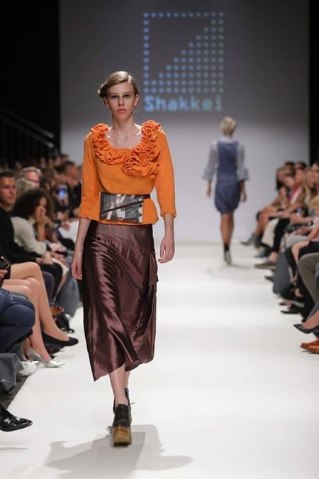Damenpullover Hyperbolic Crochet orange, Bauchtasche, Rock Schoko