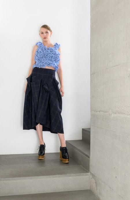 Damenpullover Hyperbolic Crochet hellblau, Rock dunkelblau