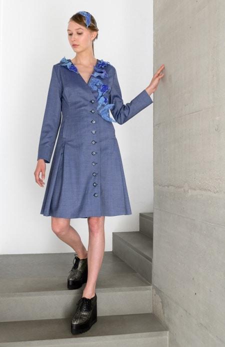 Mantelkleid blau mit Applikation in lila und hellblau