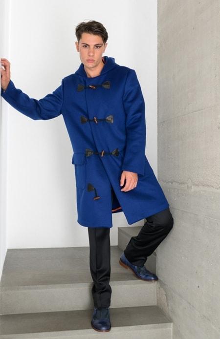Dufflecoat blau, Anzugshose schwarz
